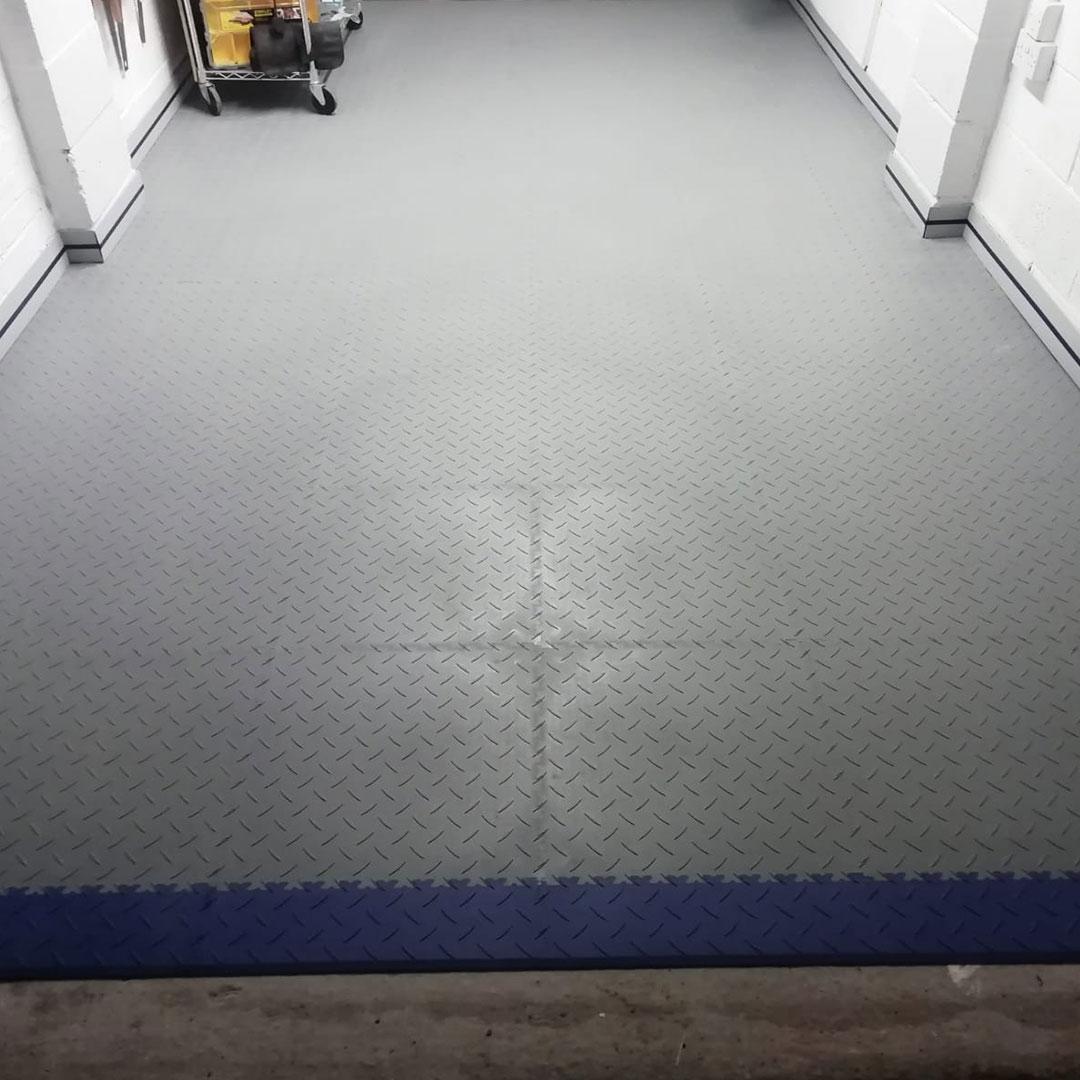 MotoLock light grey tiles and blue ramps
