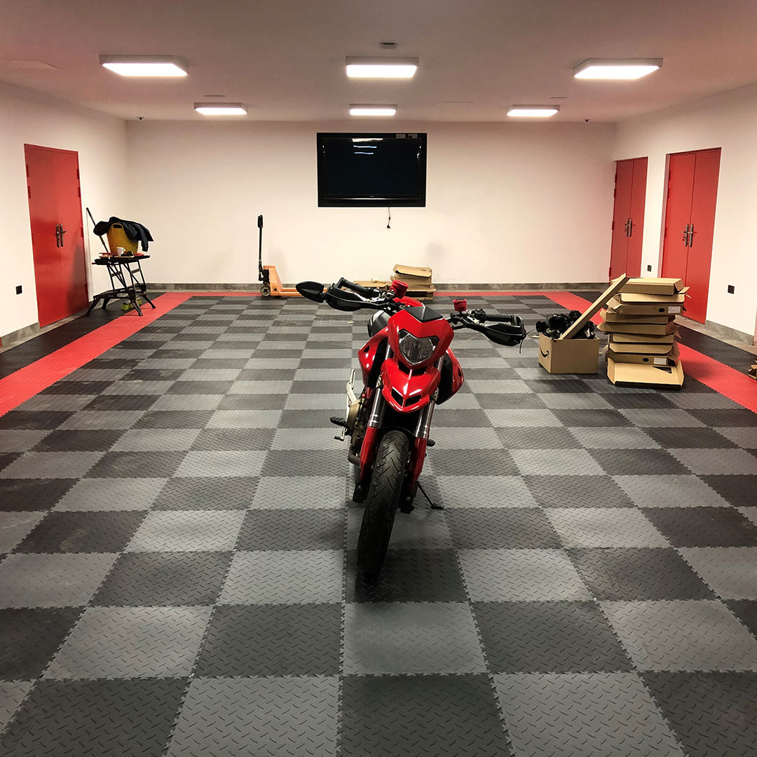Large Garage with the MotoLock floor tile product