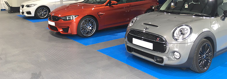Light Grey Recycled and Electric Blue Diamond Plate Garage Tiles