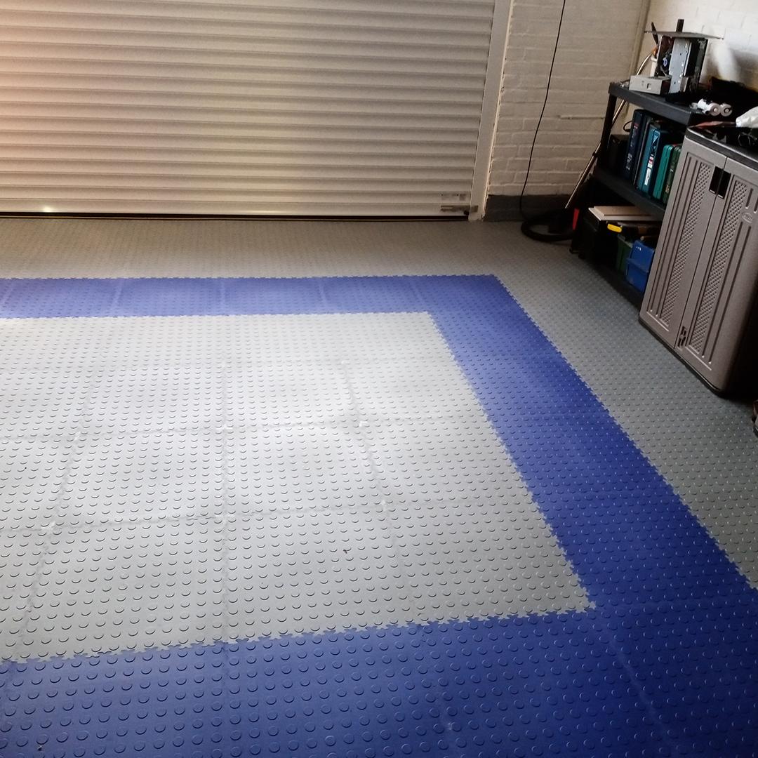 Garage MotoLock floor tiles