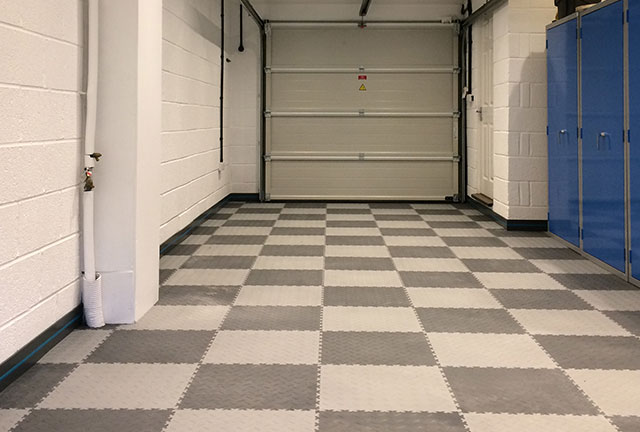 Garage flooring with Mototile